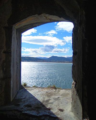 Foto de ventana con vistas al mar realizada por Vanessa