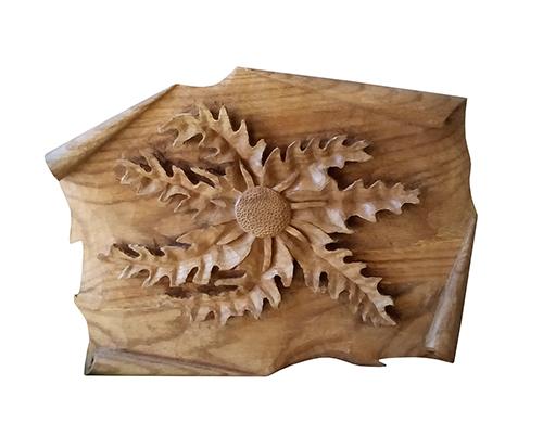 Talla de madera de una flor