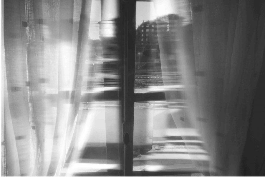 Foto de una ventana en blanco y negro de Jose Montes