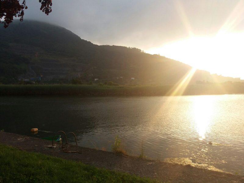 Paisaje de un lago de Joaquín Cantabria