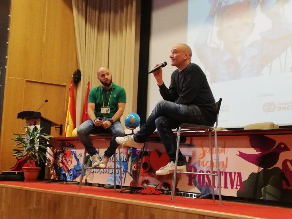 Javier Álvarez hablando de su experiencia en salud mental