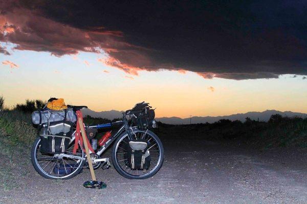 La bicicleta al anochecer
