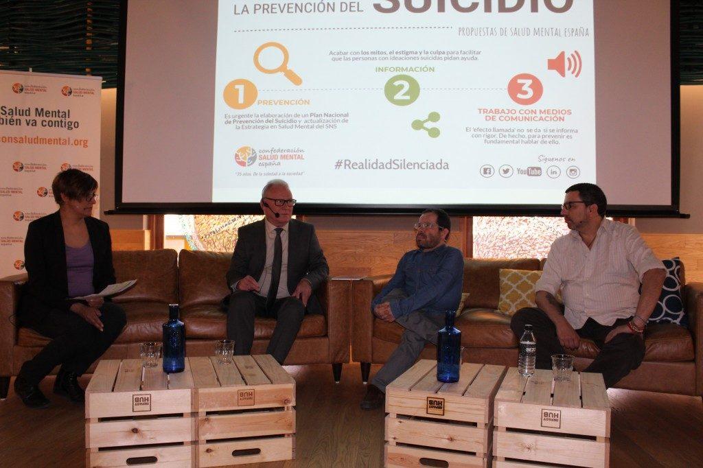 Cristina García, conductora del debate, Nel González Zapico, Jesús Martín Blanco y José Luis Herrera en el debate